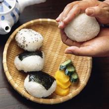 日本人がコメを炊き、塊にすると「おにぎり」というおいしい食べ物に生まれ変わる=中国