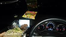 忘年会の下見、車内で夕食。