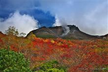 真っ赤に燃える茶臼岳の紅葉