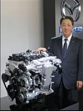 東京モーターショーで、新型エンジン搭載車を展示