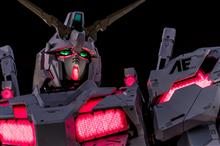 "The Life-sized ""UNICORN GUNDAM""【RX-0】vol.03"