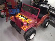 赤い車の修理