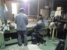 鉄工場でオートバイ談義
