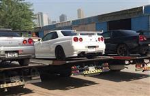 盗難車?アラブで日本のナンバー付GT-R発見! プロテクタ