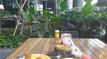 ある日の朝御飯15 熱帯植物に囲まれたテラスで食べる朝御飯 / Singapore