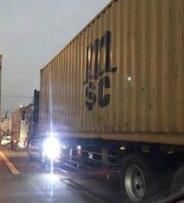 トラックの路肩灯について