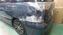 『トヨタ エスティマ リヤバンパ・左リヤフェンダ板金・塗装・修理』 東京都稲城市よりご来店のお客様です。