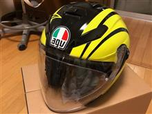 新しいヘルメットとグローブ
