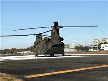自衛隊のヘリコプターに乗ってきた。