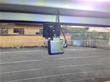 ドライブレコーダー、前に付けるか後ろに付けるか?それとも前後で徹底監視!