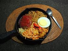 今夜は😋豪華ボリューム😁/そば飯+デカ手作りハンバーグ+スパゲティ+唐揚げ😊スキレット寄せ