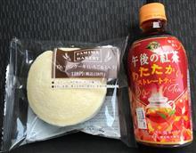 ファミマベーカリー 白いパンケーキ(いちご&ミルク)