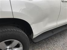 『トヨタ ランドクルーザープラド 右リヤドア鈑金・塗装・修理』 東京都立川市内よりご来店のお客様です。
