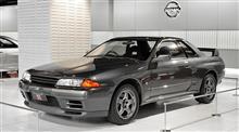 スカイラインR32型GT-RとU12型ブルーバード