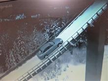 車がスキーのジャンプ台を駆け上がるCM、メイキング。