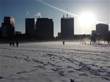 皇居前の雪原
