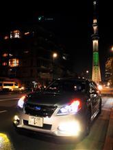 クリスマスの東京スカイツリーと愛車