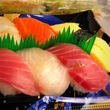 ◆お昼は、東京駅 デパ地下 大丸のお寿司