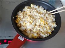 今日のお昼は炒飯を作って食べる