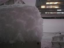 雪…すげぇ。 パット見25センチは行くね。