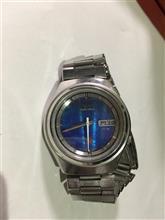 古い腕時計が出てきました。