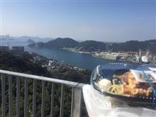 長崎市の鍋冠山展望台にて、昼ごはんです。