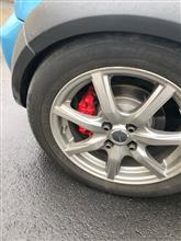 後輪のブレーキキャリパーも塗装