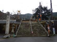 「陶山神社」の境内を、JRの列車が走る姿を見てきました(*^_^*)