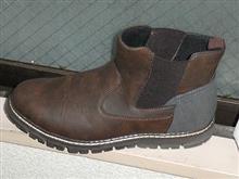 春になるのに防水ブーツとは?