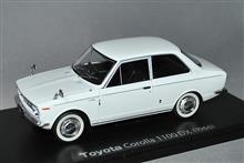 1/24スケール、トヨタ カローラ 1100DX 1966年型