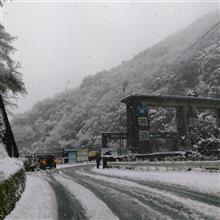 雪の道志みち