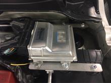 試作で譲り受けたECU移動スペーサーを取り付け。