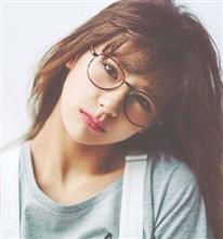 メガネの似合う子