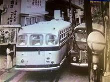 参道は大型バスには狭すぎる、、、