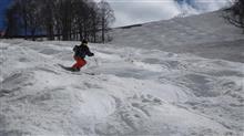 Let's enjoy springmogul slope in TAKASU SNOW PARK