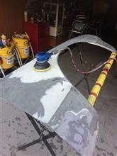 フェンダー塗装剥離、板金、パテうめ