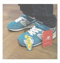 お兄さんの靴と「おじぎをし過ぎると、気持ちが飛んでいっちゃうよ」