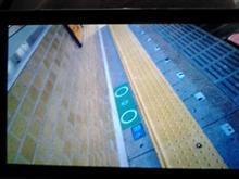 電車が来たら「黄色い点字ブロックの線より後ろにお下がり下さい」てあるけど、これは
