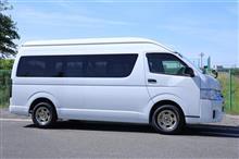 BRIDEの営業車ハイエース