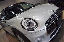 「オシャレでカワイイ車と言えば」BMW MINI COOPER 5doorのガラスコーティング【リボルト松本】