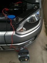 親父の車バッテリー補充電中。