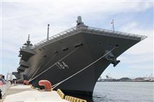 護衛艦かが一般公開のために大阪へ