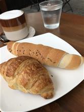 ミーテイング前の朝食!!