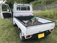 今日の午後は草刈り作業にサンバートラックで出動