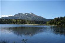 尾瀬の水芭蕉と燧ケ岳
