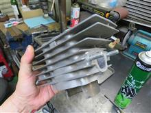 KH400のシリンダーを磨いた。