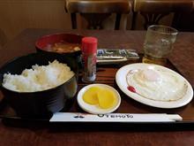 雨のレトロ喫茶店にてお得な和朝食を愉しむ