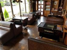 懐かしのテーブル筐体が設置してあるレトロ喫茶店でモーニングを愉しむ