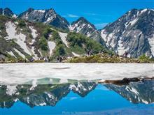 残雪の八方池へ