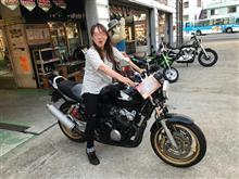 教習場内で…はたして750ccと400ccのバイクでは、違いがあるのか?